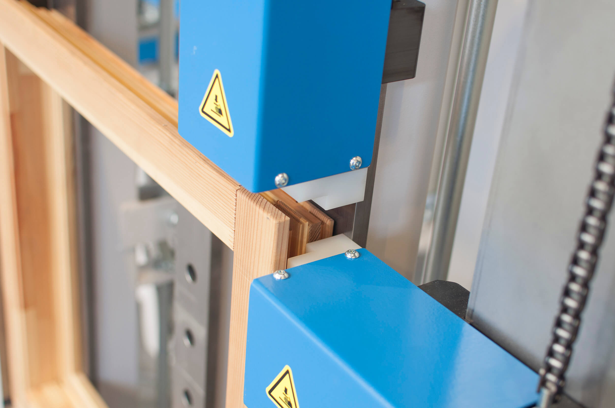 Magnetic Shoes on FP Series Hydraulic Frame Press for Window and Door Clamping